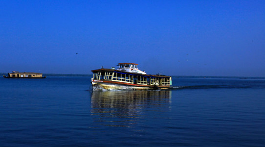 Ashtamudi kayal-kollam-a-fresh-water-lake