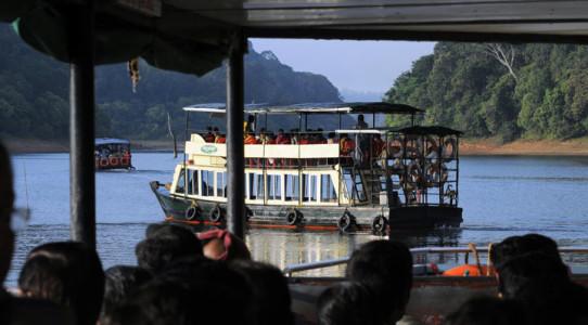 Periayr-tigre-reserve-thekkady-boating