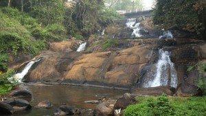 aruvikkuzhi_waterfalls_kottayam20140104090418_116_1